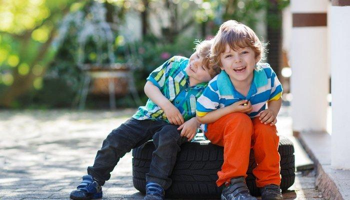 2 đứa trẻ có sự tương đồng, quý mến, kết bạn với nhau