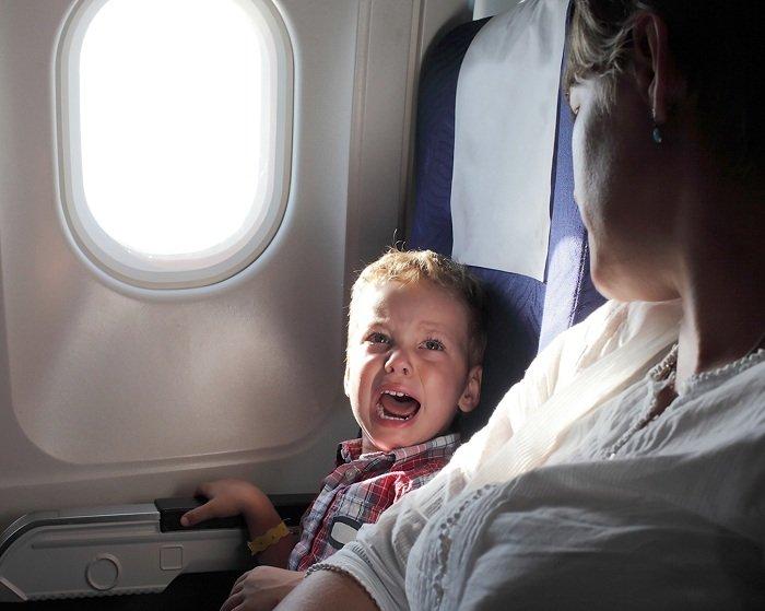 Trẻ sợ hãi trong chuyến bay