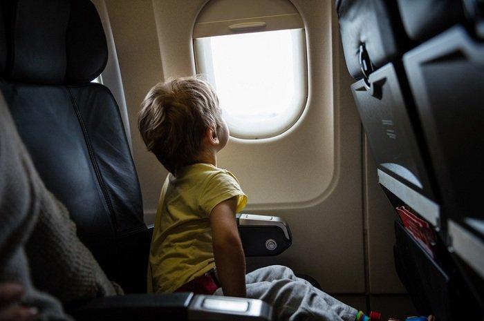 Trẻ háo hức với chuyến bay