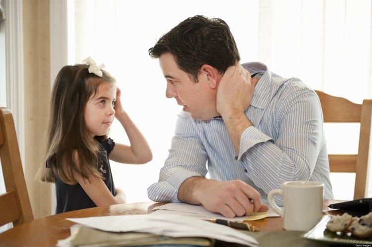 bố lắng nghe con gái tâm sự
