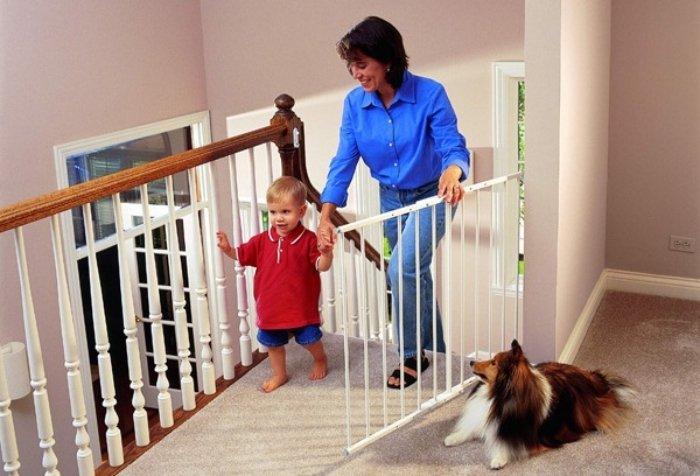 mẹ tạo không gian an toàn cho bé ở nhà