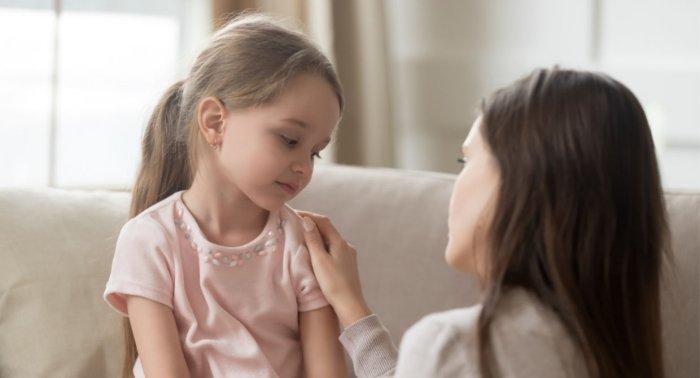 mẹ giữ vững lập trường khi con nài nỉ, khuyến khích con cư xử tốt