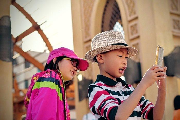 Chúng ta hoàn toàn có thể tác động để trẻ nói được hai thứ tiếng.