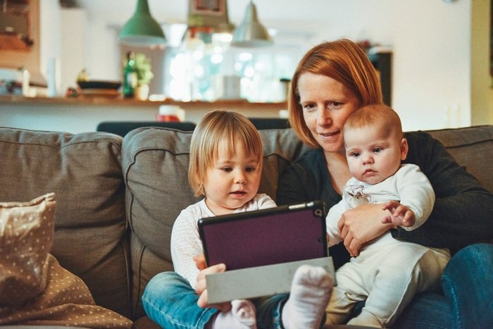 Càng sớm được tiếp xúc với ngoại ngữ, trẻ sẽ càng dễ thành thạo hai thứ tiếng.