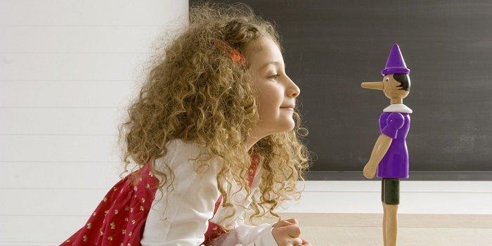 Những trẻ thiếu tự tin có thể nói dối để tự khiến mình trở nên ấn tượng