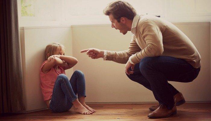 Khi trẻ nói dối, đừng dồn con vào thế bí