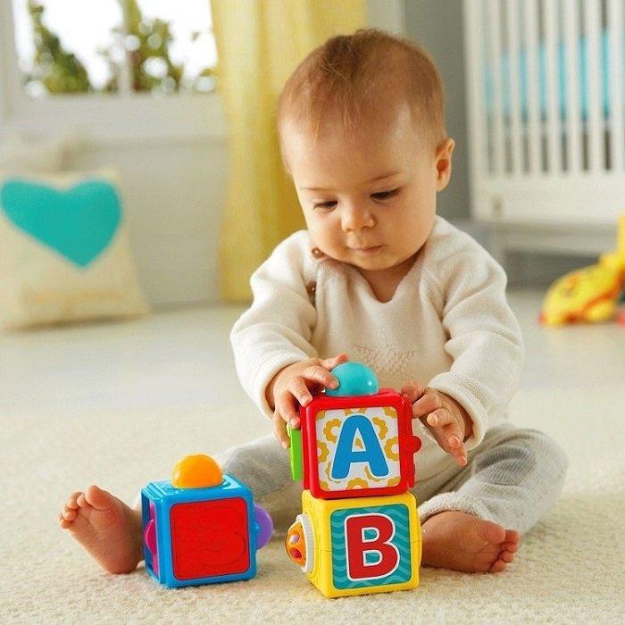 Bé bắt đầu biết ghép từ cho thấy não bộ phát triển.