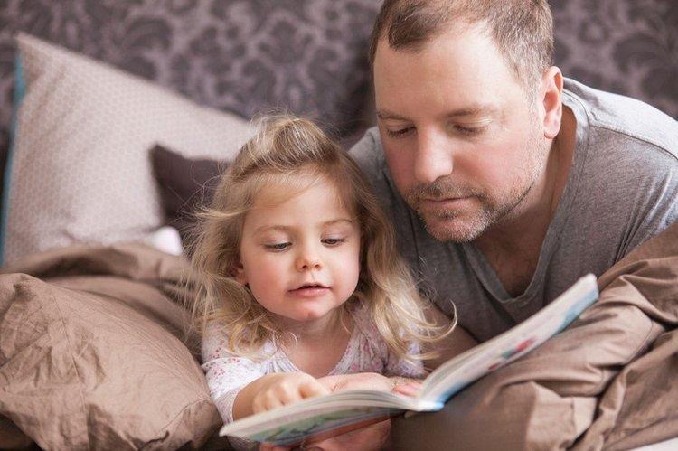 Việc kể chuyện cho thấy mức độ phát triển não bộ của trẻ.