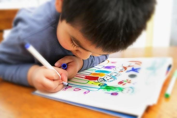 Nhiều bé sẽ phát triển khả năng vẽ trong giai đoạn 3-6 tuổi.