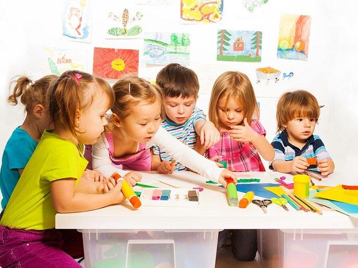 Độc lập giúp trẻ dễ dàng làm được nhiều việc hơn ở môi trường mẫu giáo.