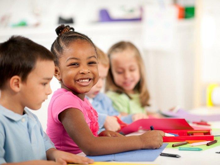 Biết giao tiếp là một kỹ năng quan trọng mà trẻ cần có ở môi trường mẫu giáo.