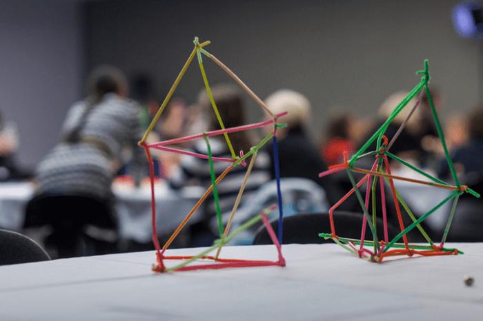 Các kỹ nãng của  cấu trúc não bộ liên kết chặt chẽ với nhau.