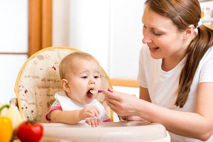 Bữa ăn đối với bé là cơ hội để nâng cao nhận thức.