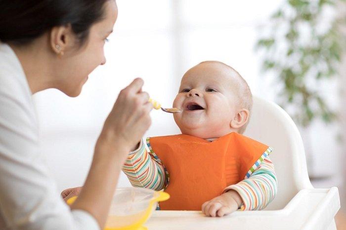 Trẻ có thể nhận thức được các nhóm xã hội thông qua bữa ăn.