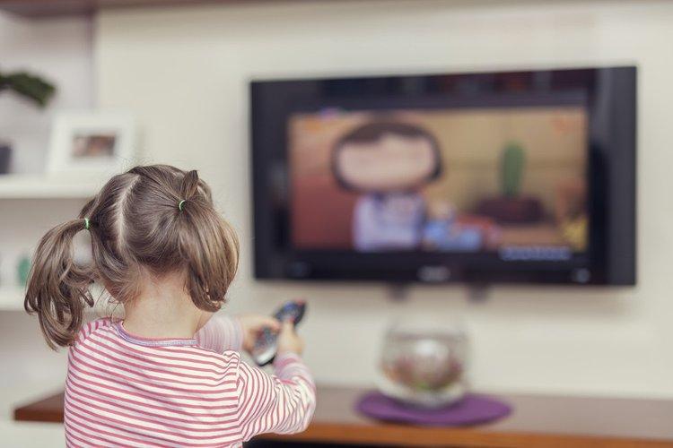 bé gái xem tivi, phát triển ngôn ngữ