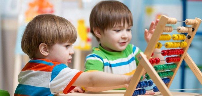 Bố mẹ nên khuyến khích trẻ đặt câu hỏi nhiều hơn ngay từ khi còn nhỏ để trẻ yêu thích phương pháp giáo dục STEAM