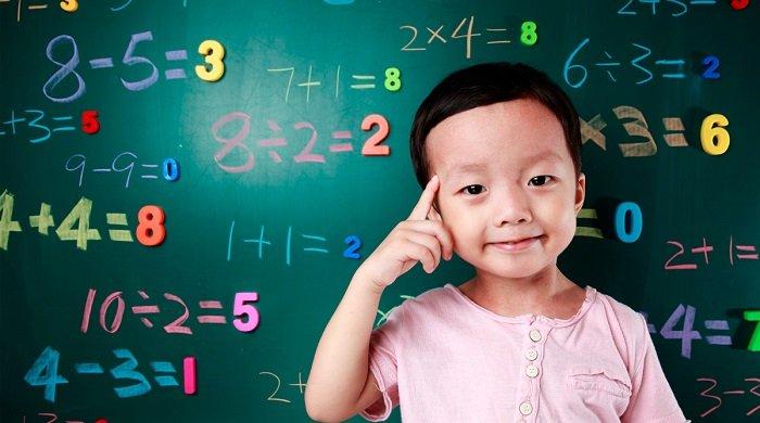 Phương pháp giáo dục sớm Glenn Doman lại giúp trẻ phát triển về trí tuệ và vận động.