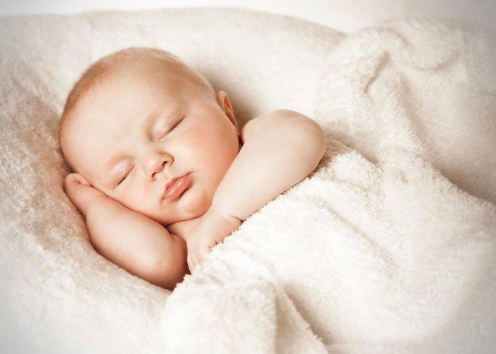 bé ngủ, Tre So Sinh Cham Tang Can 4