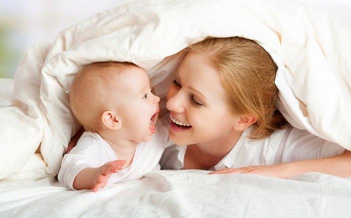 mẹ cười với bé sơ sinh, Giup Tre So Sinh Tap Noi 4