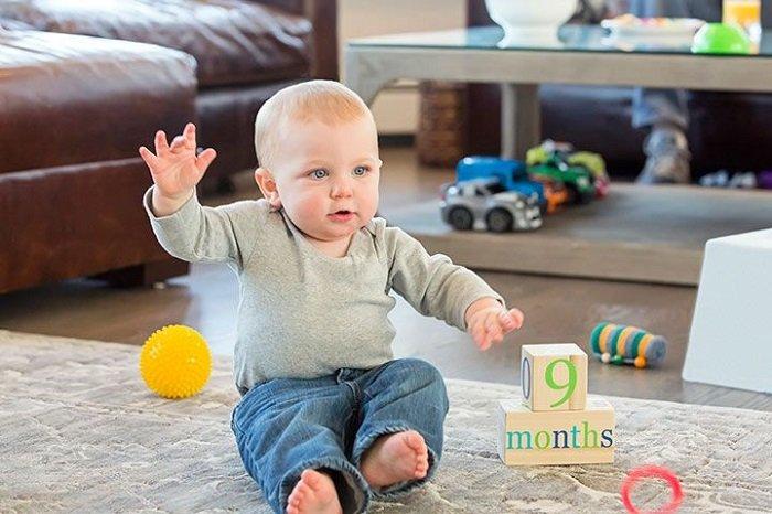 Khả năng nhận thức của bé 9 tháng tuổi sẽ khiến nhiều bố mẹ bất ngờ.