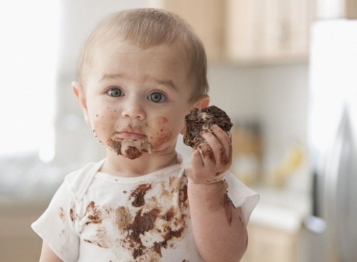 trẻ ăn nhiều sô cô la không tốt