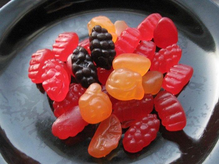 kẹo dẻo là đồ ăn không tốt cho trẻ