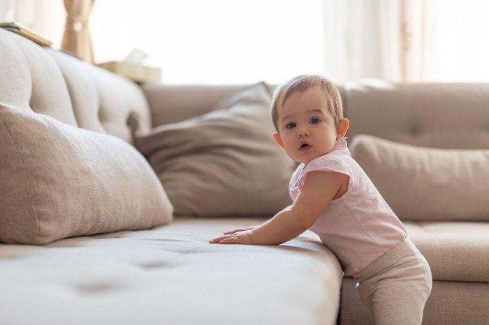 Để kích thích khả năng nhận thức, bố mẹ nên cho bé tiếp xúc với các loại âm thanh khác nhau.