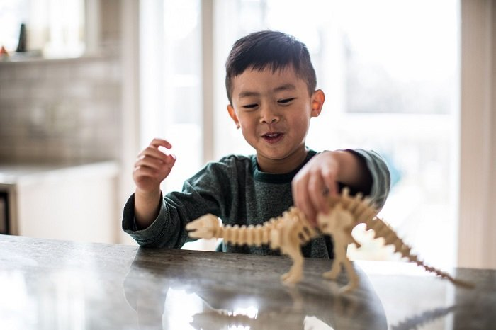 bé chơi khủng long, mở rộng vốn từ vựng
