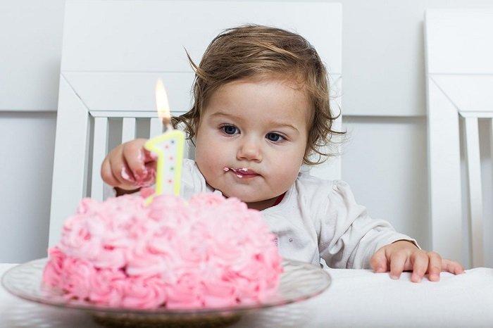 Tăng cường khả năng nhận thức của bé 12-18 tháng tuổi bằng cách cho bé chơi trò có chỉ dẫn.