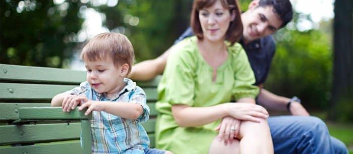 Bệnh tự kỷ ở trẻ em ảnh hưởng khả năng tập trung và tương tác.