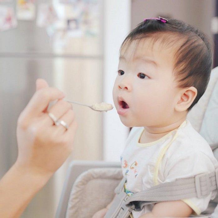 Bố mẹ nên cân nhắc kỹ trước khi lựa chọn chế độ ăn phù hợp, giúp cải thiện tình trạng bệnh tự kỷ.