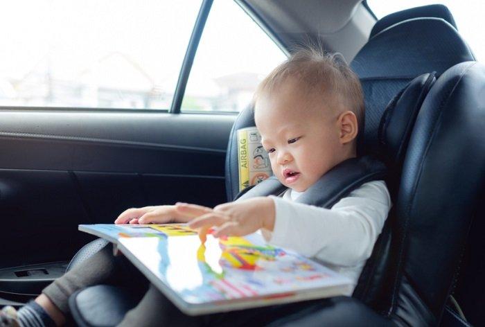 Một dấu hiệu trẻ tự kỷ khác bố mẹ cần lưu ý đó là trẻ chỉ thích chơi một vài loại đồ chơi.