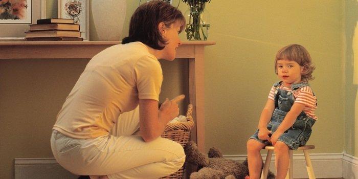 Việc la mắng, dùng từ ngữ gây tổn thương cảm xúc đều không hiệu quả và rất có hại.