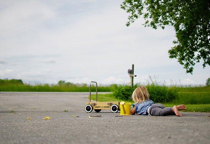 Vậy nên. bố mẹ hãy cho trẻ ra ngoài chơi nhiều hơn và tiếp xúc với môi trường sống xanh nhiều hơn nhé.