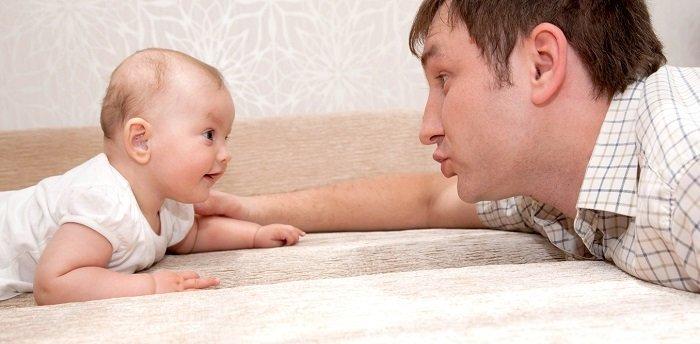Những dấu ấn trong quá trình phát triển kỹ năng giao tiếp của bé 6-12 tháng tuổi