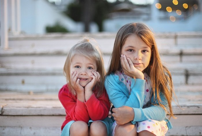 Nhiều bố mẹ tin rằng anh chị em của trẻ tự kỷ cũng có thể mắc bệnh.