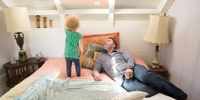 khi bé nói dối, bố mẹ nên tiếp cận nhẹ nhàng