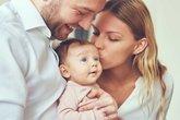 Sự phát triển tình cảm giữa bé với gia đình và những điều bố mẹ nên làm