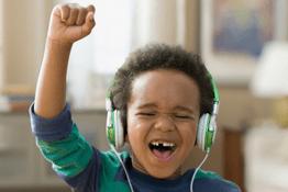 Nghe nhạc từ nhỏ có thể tác động đến khả năng ngôn ngữ của bé?