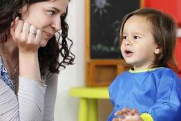 Bé 1-3 tuổi, bố mẹ làm gì để giúp con tập nói?