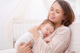Bố mẹ nên làm gì khi bé quấy khóc, và khi nào thì cần gặp bác sĩ?