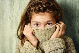 Trẻ mắc hội chứng rối loạn lo âu xã hội: Bố mẹ nên làm gì để giúp con?