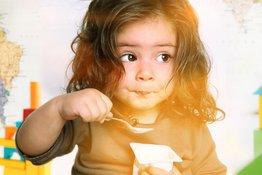 Trẻ nên ăn sữa chua vào thời điểm nào và ăn loại nào?