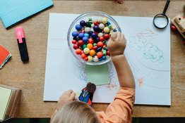 Dấu hiệu nhận biết trẻ chậm phát triển kỹ năng vận động