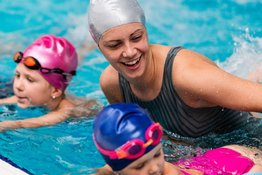Hướng dẫn tập bơi cho trẻ ở từng độ tuổi