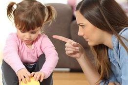 5 cách dạy dỗ của bố mẹ có thể làm tổn thương lòng tự trọng của trẻ
