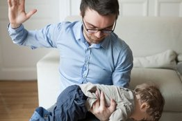 Dùng đòn roi để dạy trẻ: Lợi bất cập hại!