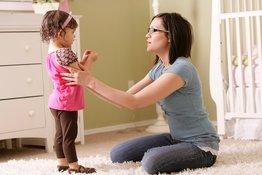 5 cách bố mẹ nên nói với trẻ 1-3 tuổi để trẻ dễ nghe lời