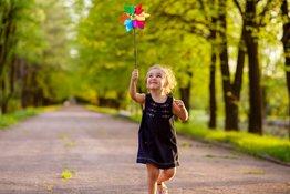 Trẻ vui chơi ngoài trời nhiều thì lớn lên sẽ hạnh phúc hơn?