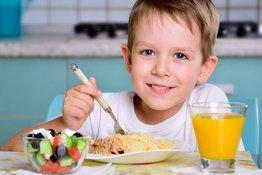 Làm thế nào để trẻ nhận được đủ chất sắt từ thức ăn?